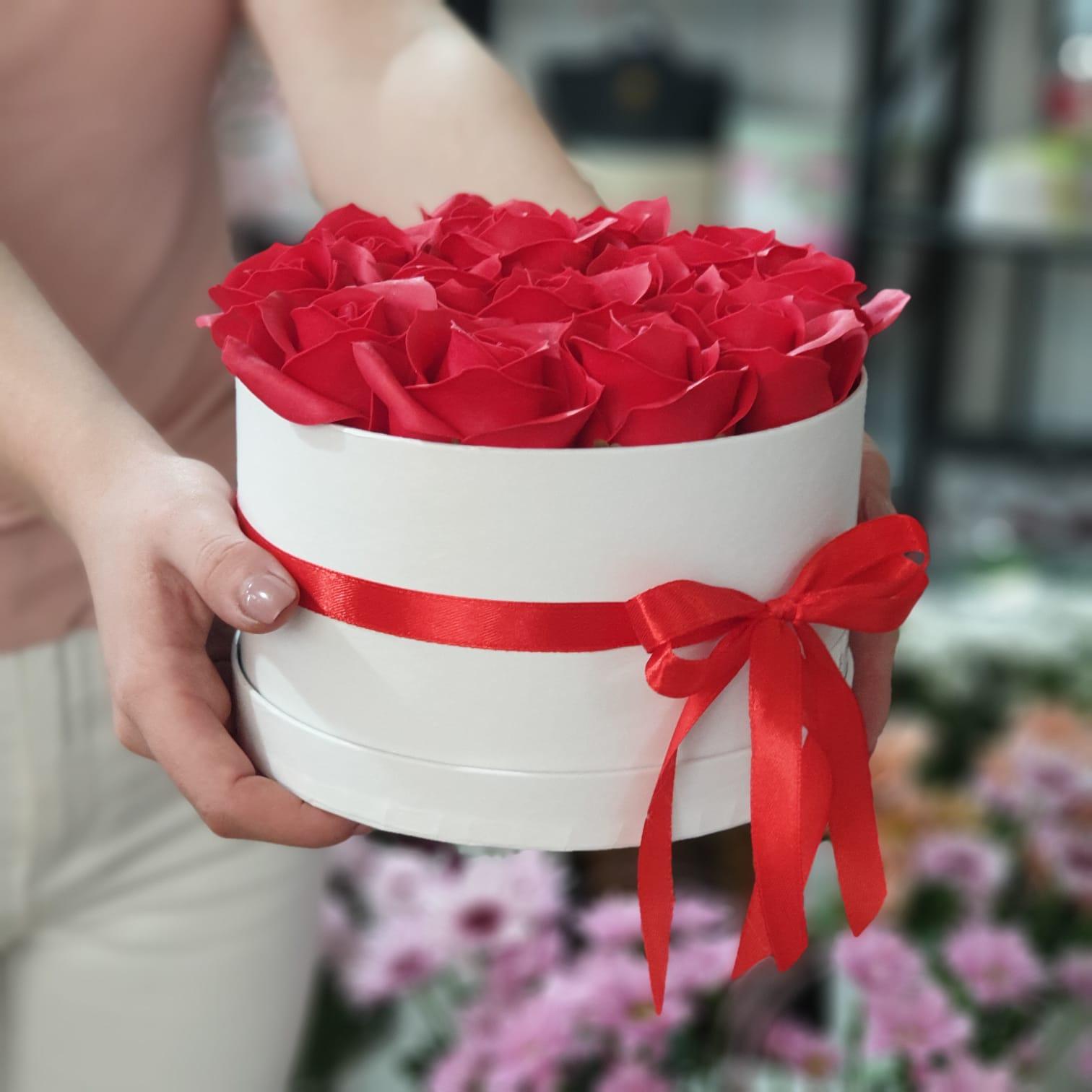 Aranjament cu trandafiri din sapun (S)