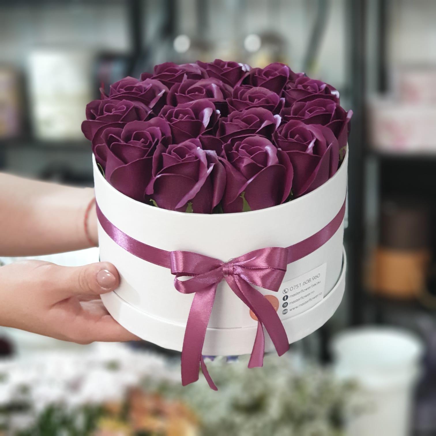 Aranjament cu trandafiri mov de sapun (marsalla) - S