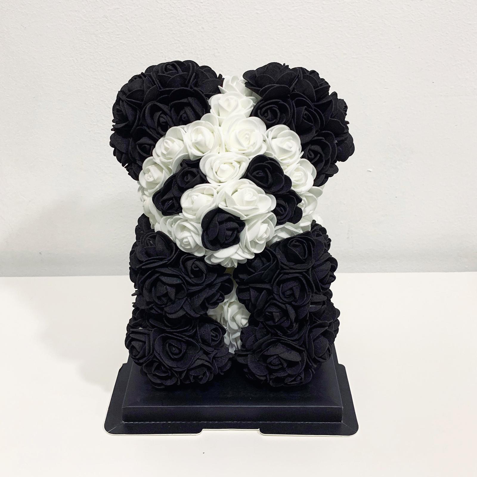 Ursulet panda din trandafiri de spuma