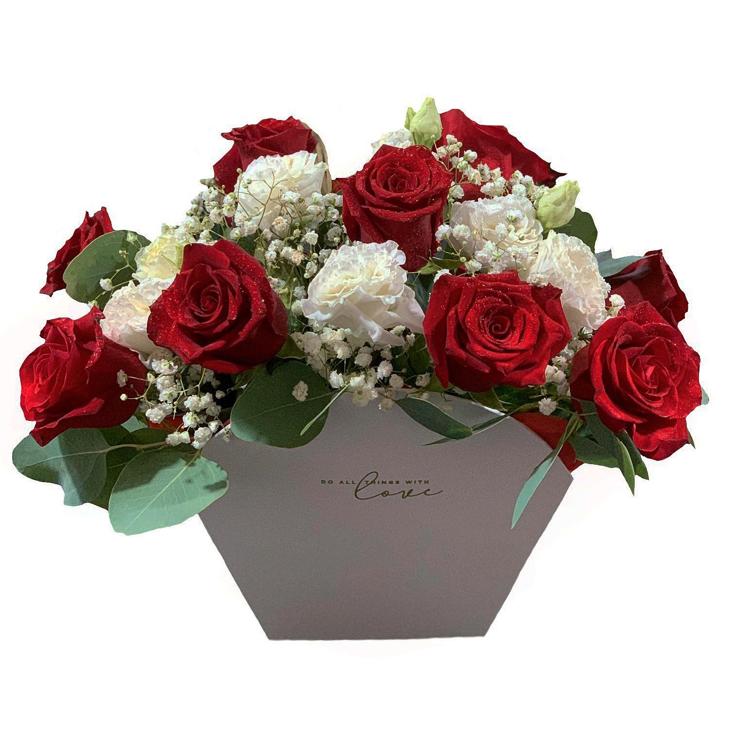 Aranjament cu trandafiri rosii in cutie semi-ovala