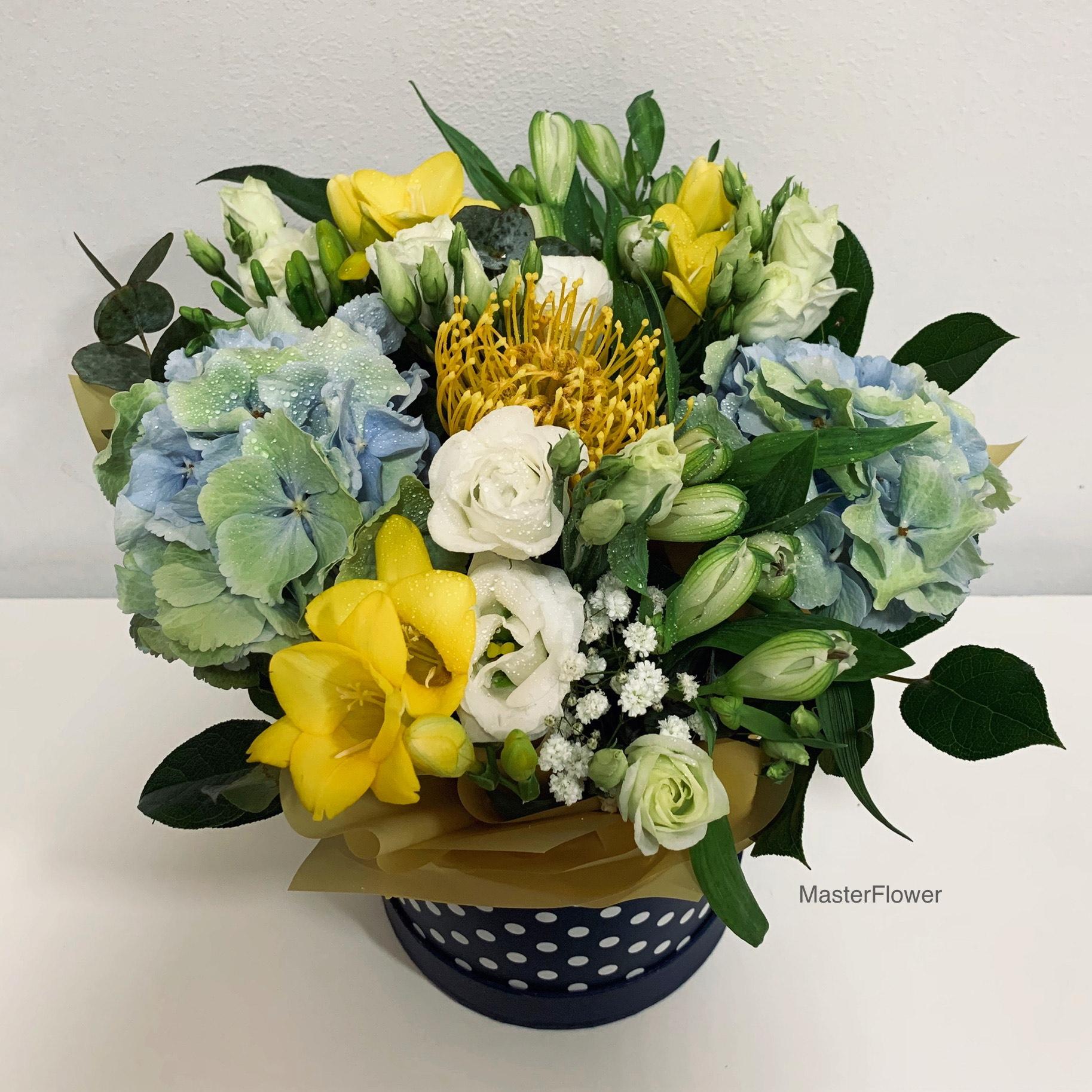 Aranjament floral cu hortensii
