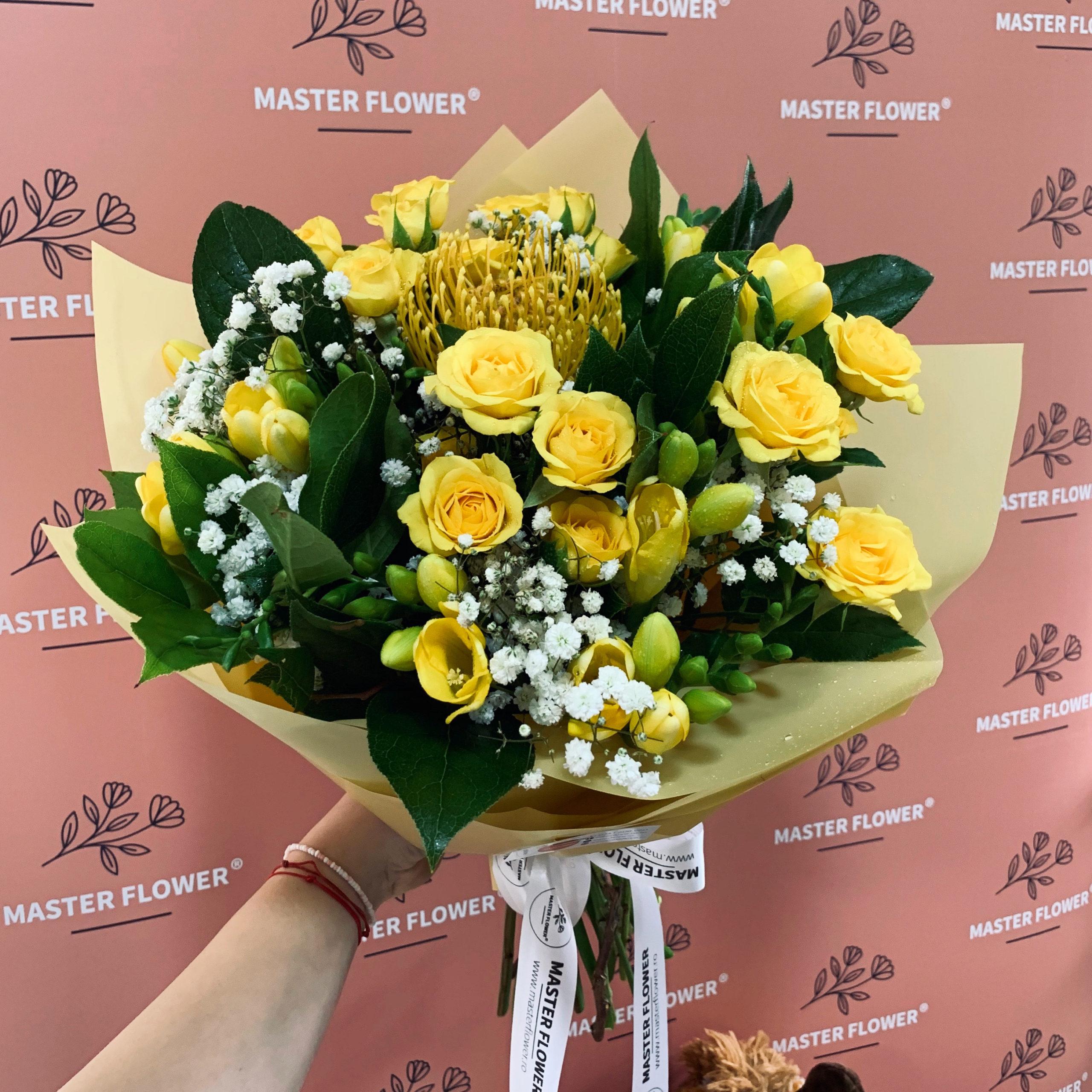 Buchet de flori cu miniroze galbene