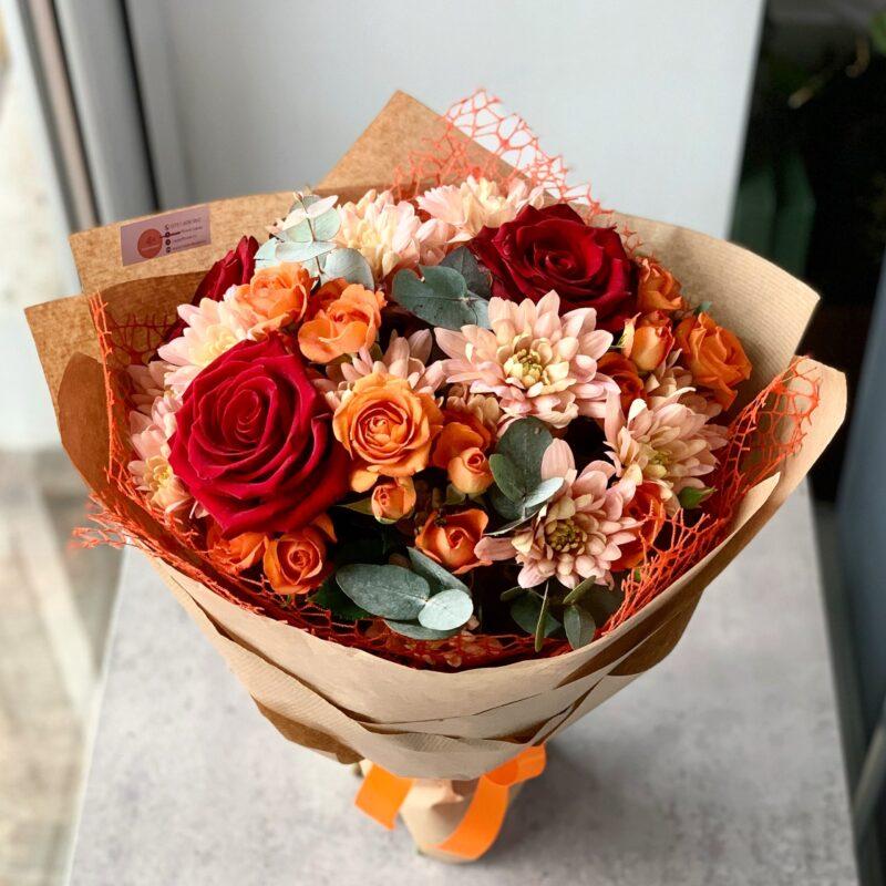 Buchet mixt trandafiri si crizanteme B01