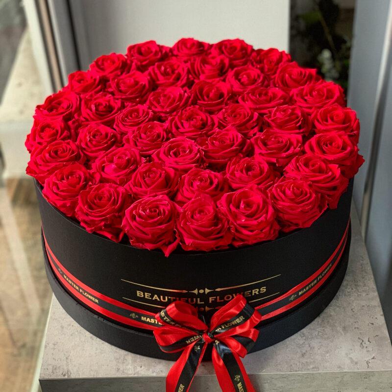 Cutie XXL cu 41 trandafiri criogenati rosii